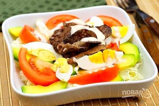 Салат с куриной печенью и пекинской капустой