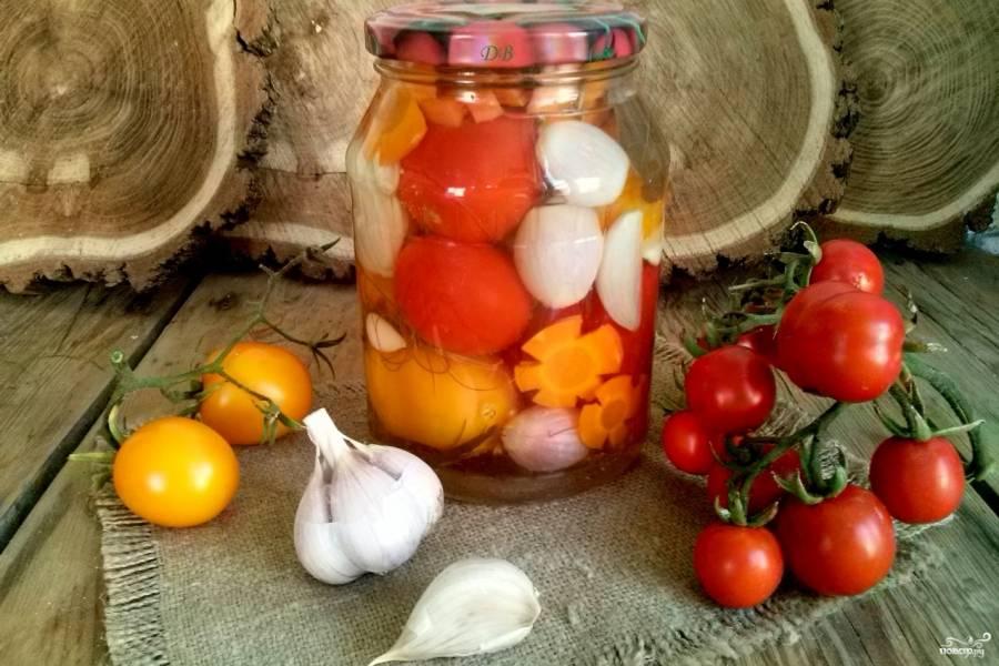 Помидоры с морковкой и луком