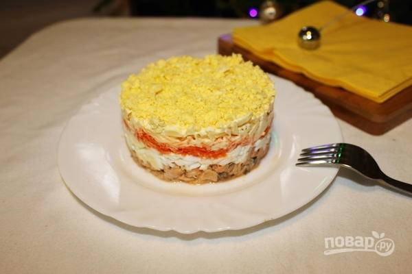 """Салат """"Мимоза"""" с сырой морковью"""