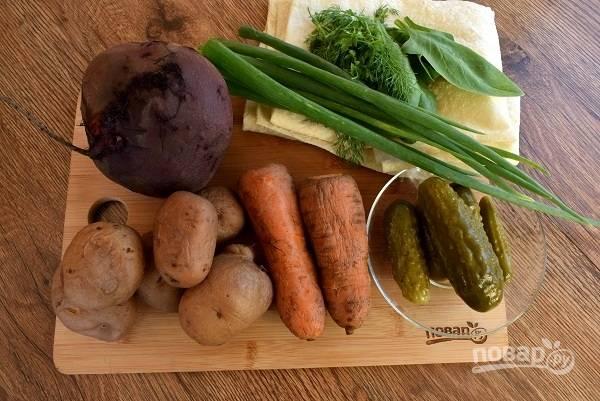 Подготовьте необходимые продукты. Овощи помойте, залейте холодной водой и отварите до готовности. Остудите.
