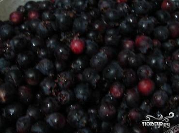 Для начала перебираем и хорошенько промываем ягоды. Даем им обсохнуть.