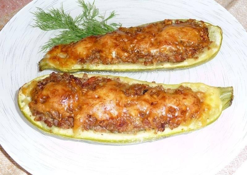 Лодочки из кабачков с овощами