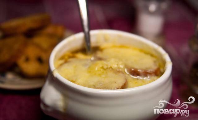 Луковый суп с лососем