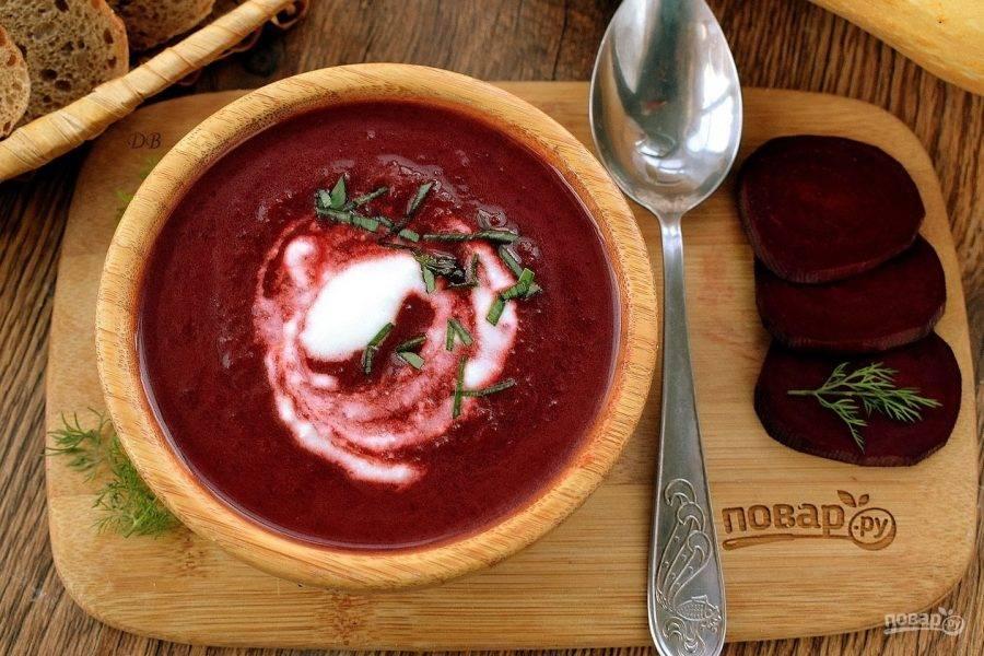 Подавайте  свекольно-тыквенный суп со сметаной и зеленым луком. Приятного аппетита!