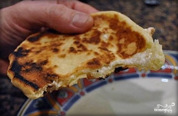 Лепешки на кефире с начинкой - пошаговый рецепт