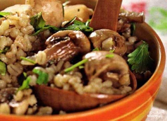 Перловка с грибами в горшочке