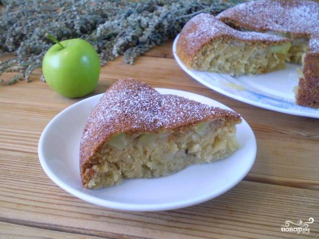 Манник с яблоками на кефире