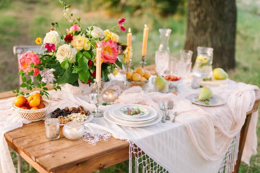 Как просто и быстро украсить стол к празднику