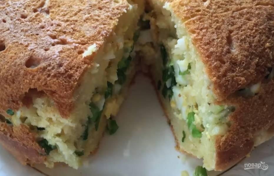 Пышный заливной пирог с яйцом и луком