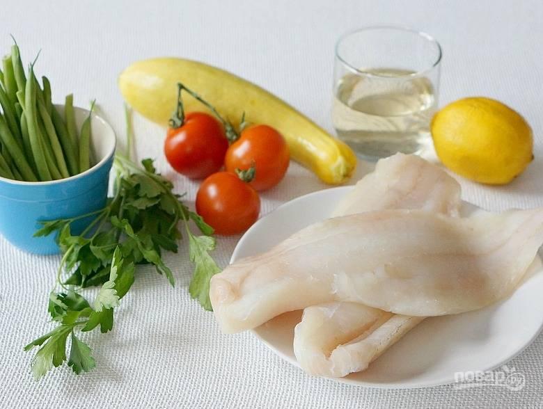 1. Подготовьте все ингредиенты, вымойте и обсушите рыбу и овощи. Духовку включите и разогрейте до 200 градусов.