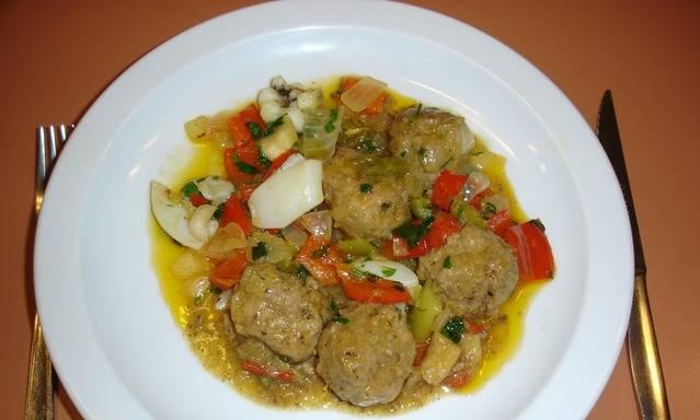 Тефтели, тушенные с овощами - пошаговый рецепт с фото на