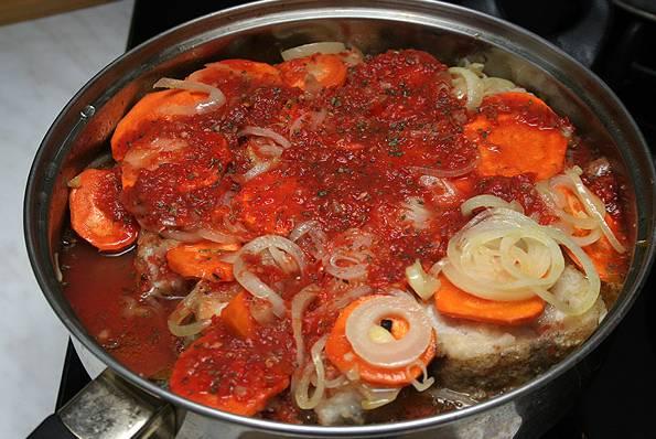 Минтай в томатном соусе - пошаговый рецепт