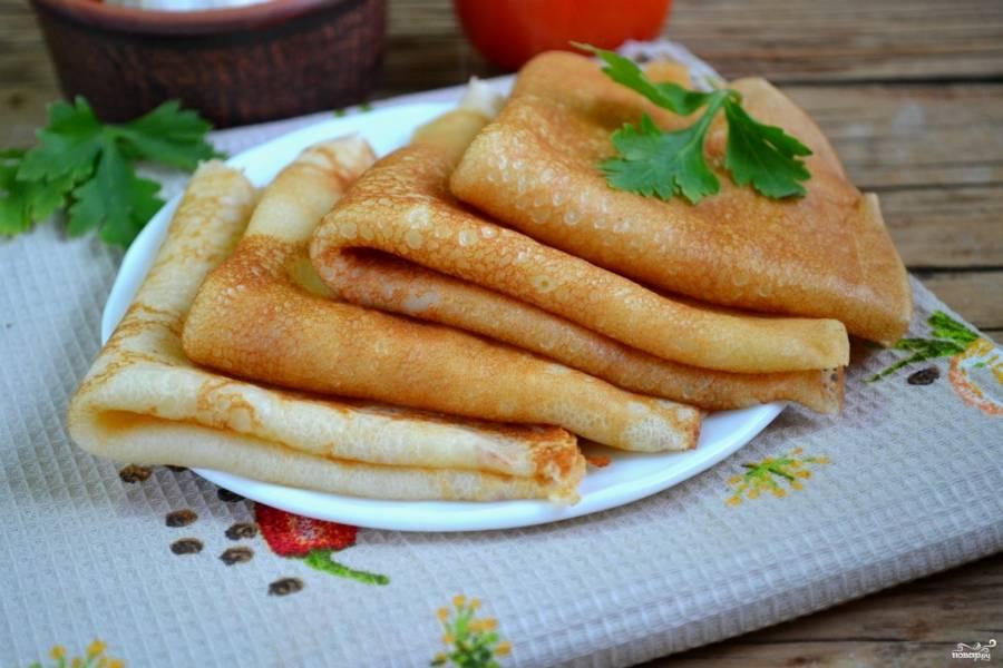 7. Блины на сыворотке готовы. Подавайте их с вареньем, медом или сгущенкой. Приятного аппетита!