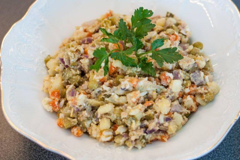 Простой салат с печенью трески - пошаговый рецепт с фото на
