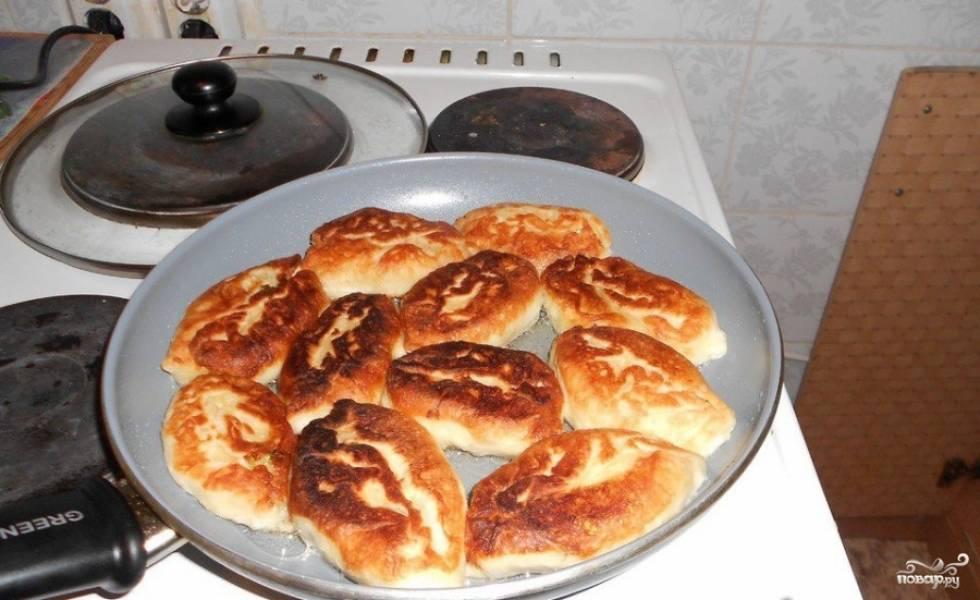 Пирожки с луком и яйцом - пошаговый рецепт с фото на