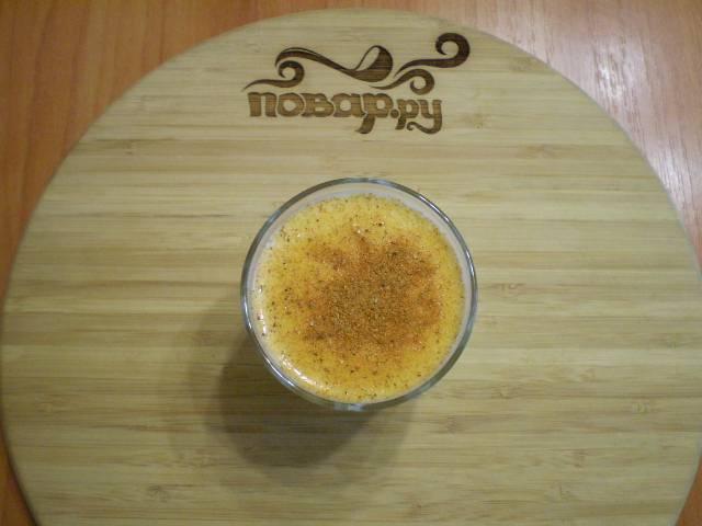 Готовим маринад для шашлыка. В кефир по вкусу добавляем  карри, соль, травы. Маринад должен быть чуть солоноватый.