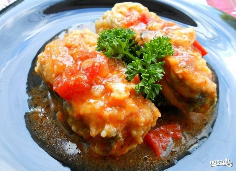 4.Готовую рыбку подаю горячей с юшкой и украшаю зеленью. Приятного аппетита!
