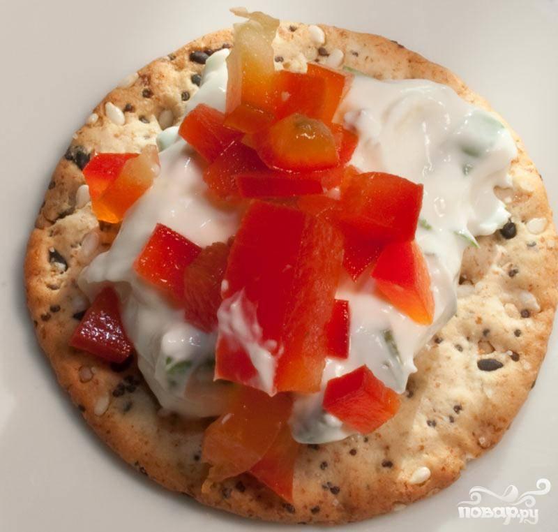 Канапе с сырной массой и сладким перцем - пошаговый рецепт