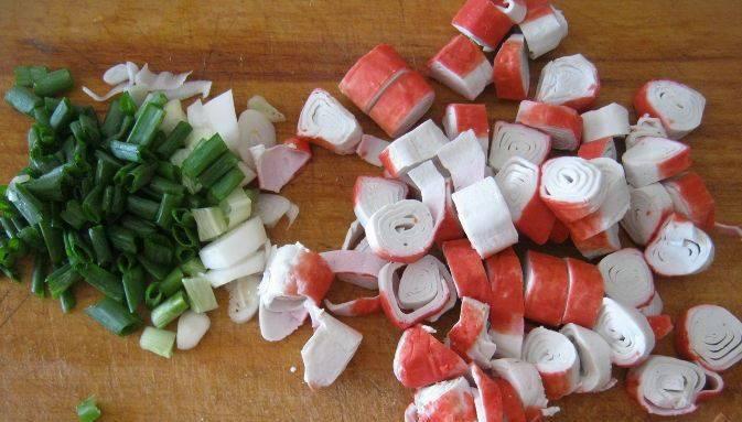 Омлет с крабовыми палочками - пошаговый рецепт