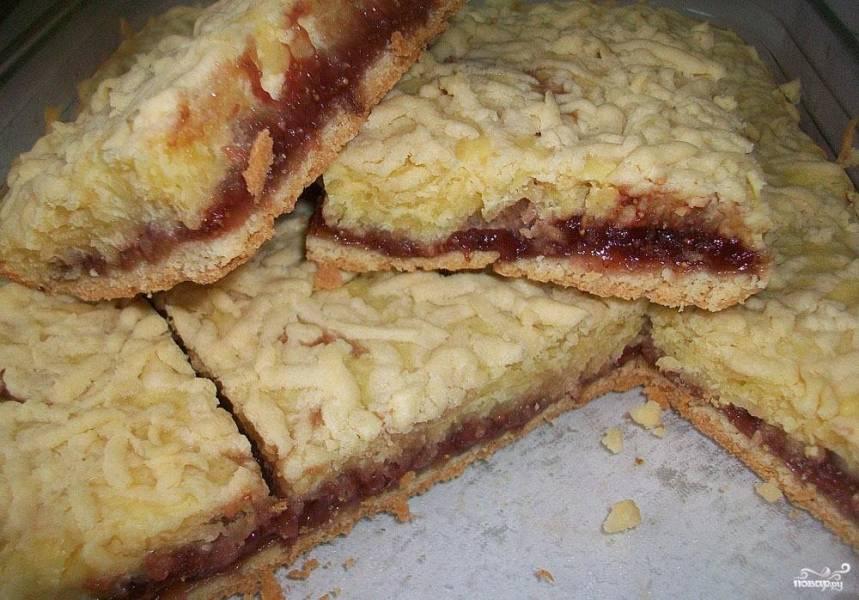 Пирог с клубничным вареньем