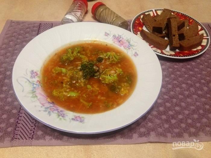 Томатный суп с рисом и брокколи