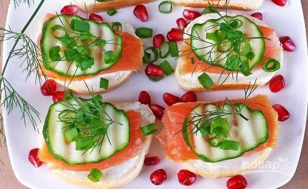 Бутерброды с красной рыбой и огурцом - пошаговый рецепт с фото на