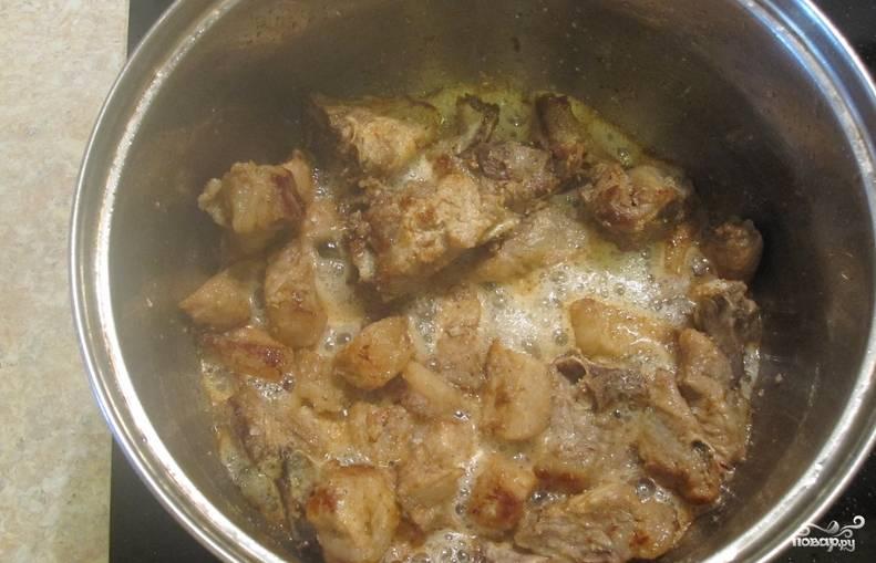 Картошка со свининой, тушенная в кастрюле - пошаговый рецепт
