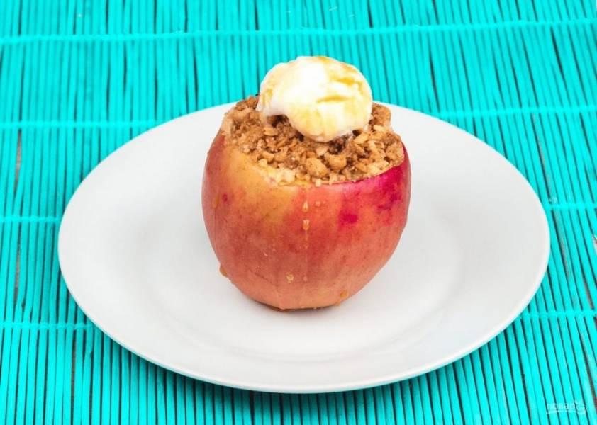 Печеные яблоки с хрустящими мюсли - пошаговый рецепт с фото на