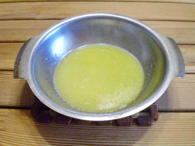 6. Сливочное масло нужно растопить.