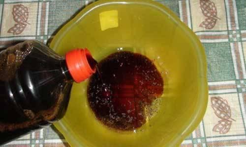 3. Сделаем соус-маринад. Смешаем водку, соевый соус и приправы по вкусу.