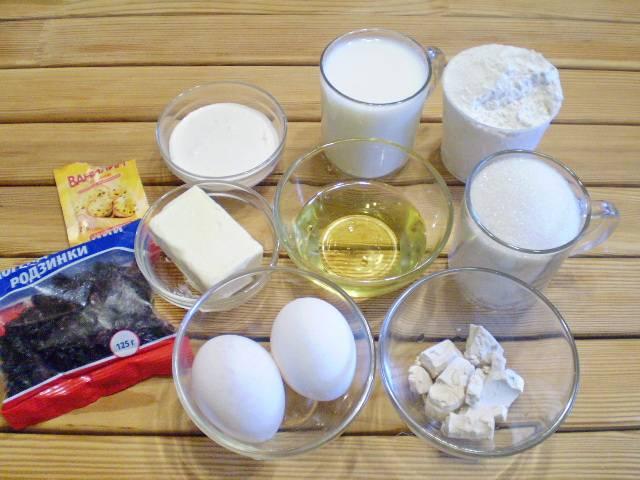 1. Приготовим продукты для медового кулича.