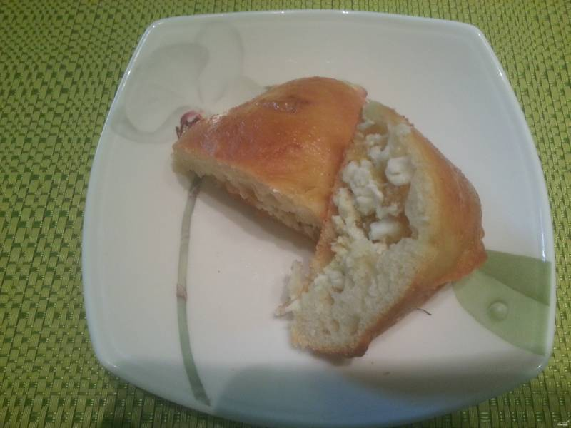 Пирожки с творогом и изюмом из дрожжевого теста