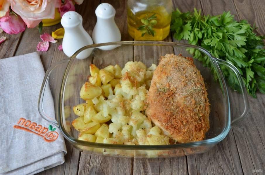 Курица с овощами готова! Очень быстро, сочно и вкусно, пробуйте!
