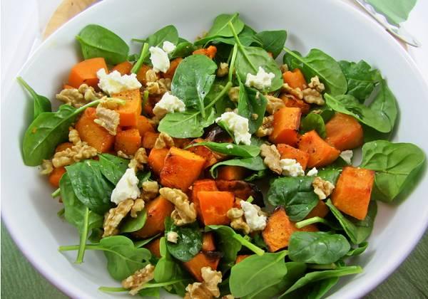 8. Добавьте сыр. Вот и весь простой вариант, как приготовить салат с тыквой и фетой. Приятного аппетита!