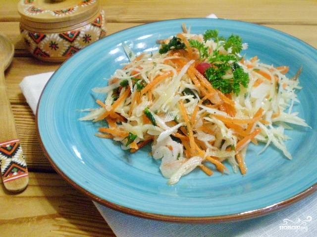 Салат витаминный из капусты и моркови с уксусом