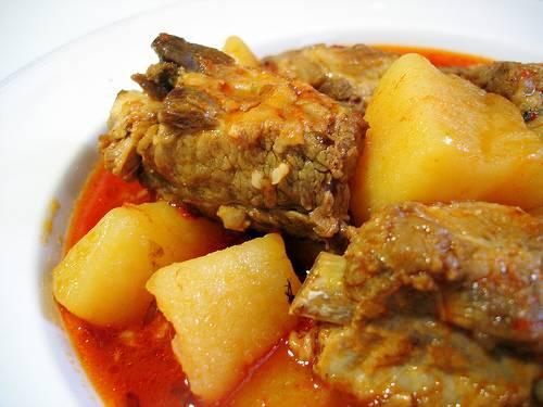 5. Тушим до мягкости мяса и картофеля, и сразу же подаем. Приятного аппетита!