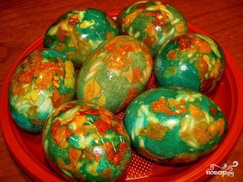 Крашеные яйца зеленкой (зеленые)