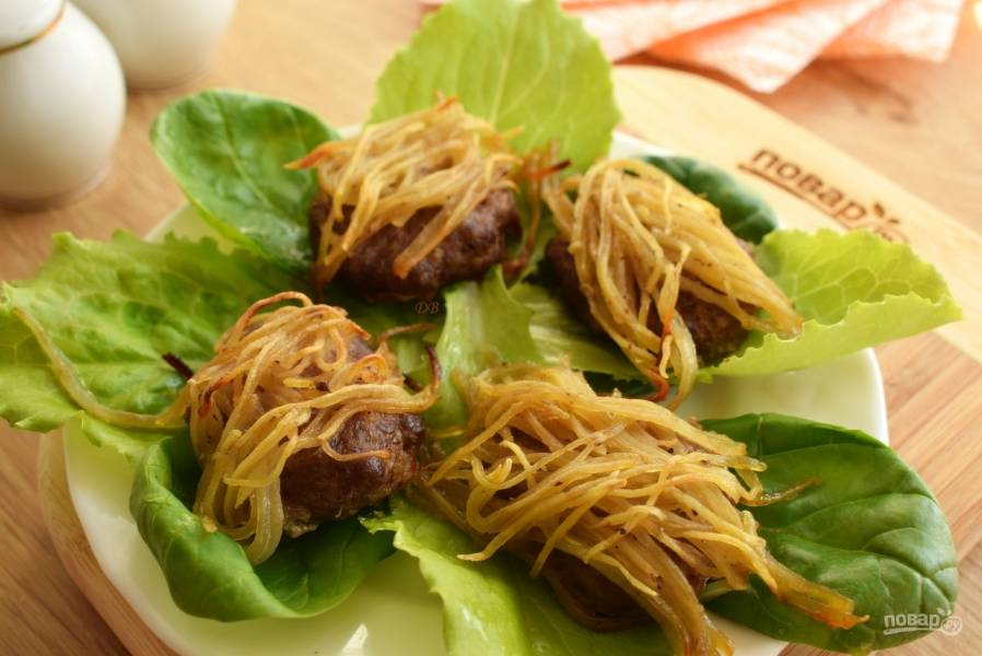 Колючие котлеты из картофеля и свинины