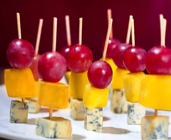 Канапе с виноградом - пошаговый рецепт