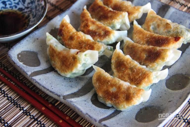 Японские пельмени с креветками - пошаговый рецепт