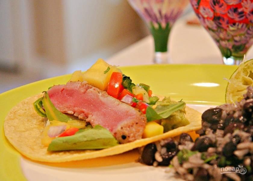 Салат с тунцом и ананасом