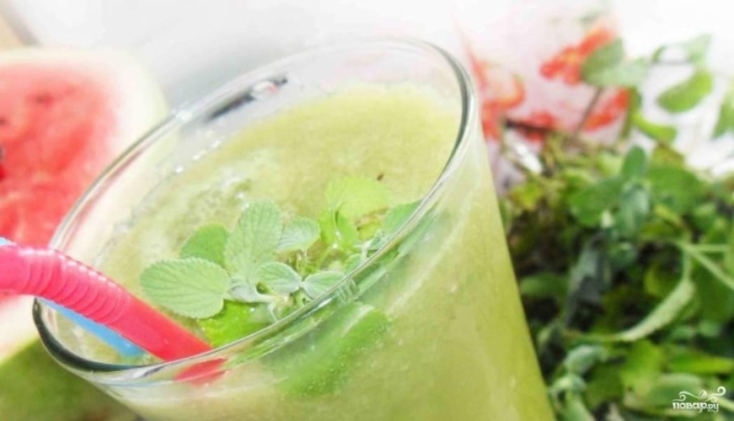 Зеленый коктейль с лимоном