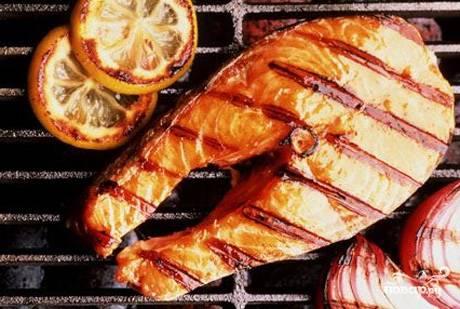 Рыба гриль на решетке