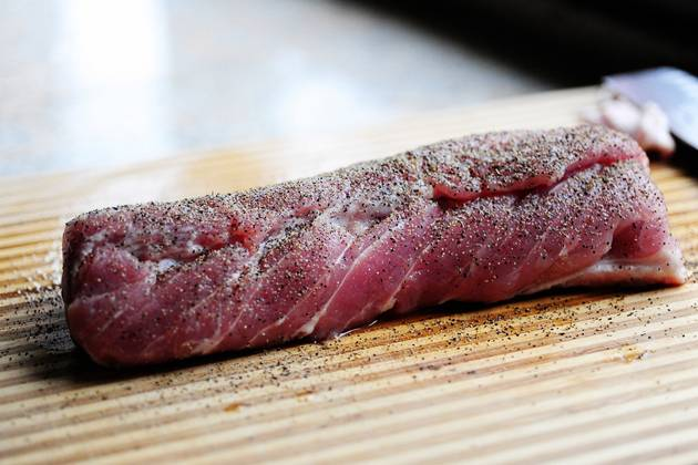 Cвинина в брусничном соусе - пошаговый рецепт