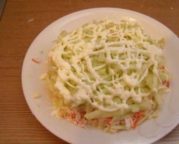 Крабовый салат с плавленым сыром - пошаговый рецепт