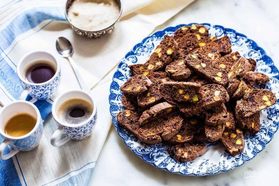 Шоколадные бискотти с клюквой и фисташками