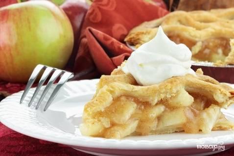 Шарлотка с яблоками на сметане