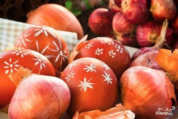 Крашеные яйца луковой шелухой (коричневые)