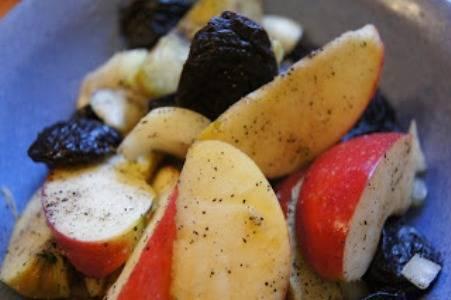 Гусь фаршированный яблоками и черносливом - пошаговый рецепт