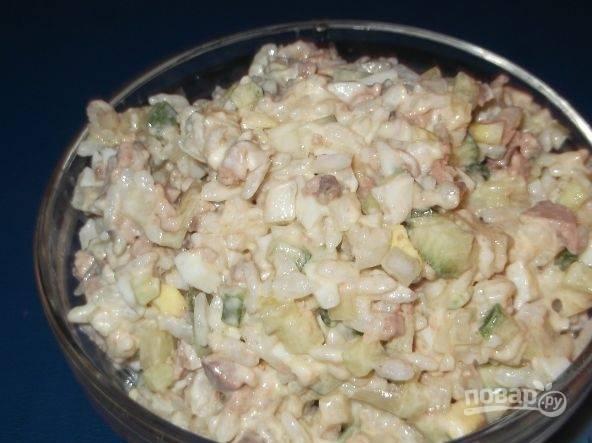 Салат из печени трески с рисом